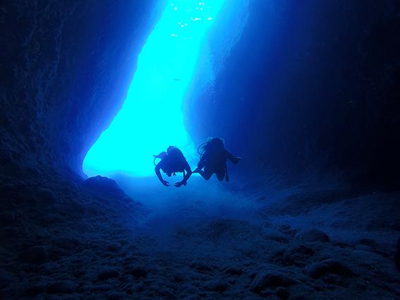 Cave Dives scuba diving Santorini Greece